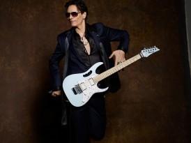 STEVE VAI – Chitarrista fra i più virtuosi al mondo porta in Italia il tour dei 25 anni di successi. Il 7 luglio sarà al Castello di Udine