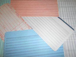 schede perforabili 300x225 Il gioco del robot/plotter e la programmazione visuale in un laboratorio a Rovigo